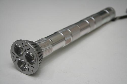 最大の特長はボディを繋ぎ合わせて4.5V・9V・13.5Vと電圧を上げられること。